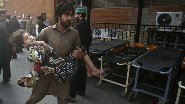 Bomb kills 2 in Pakistan anti-polio drive