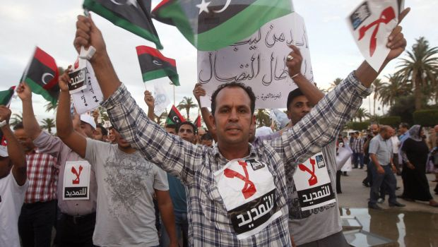 Libyan parliament extends term in office, downplays protests