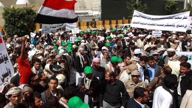 Yemen: Thousands gather outside president's home to protest against Houthi 'war crimes'