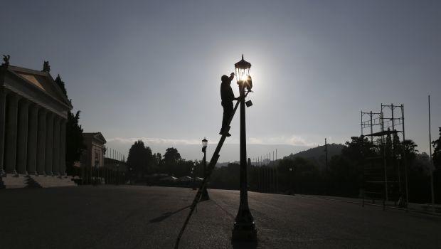 Greece's debt inspectors back amid austerity anger