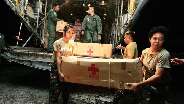 Philippine Typhoon Survivors Seek to Flee City Amid Aid Trickle