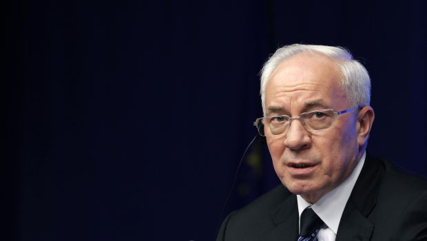 Ukraine PM Azarov offers to resign 'to help end conflict'