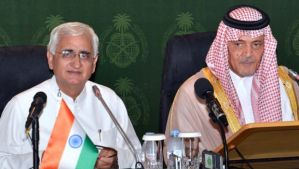 Saudi Foreign Minister Prince Saud Al-Faisal, right, and his Indian counterpart Salman Khurshid give a press conference after a meeting in Jeddah, Saudi Arabia, on May 25, 2013. (AFP Photo/Saudi Press Agency)