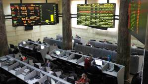 File photo of traders working at the Egyptian stock market in Cairo on February 2, 2014. (REUTERS/ Mohamed Abd El Ghany/Files)
