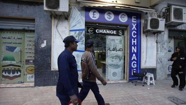 Libya burns cash, halts projects to battle budget crisis