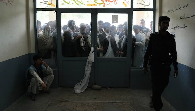 Afghans vote in landmark poll, undeterred by threats