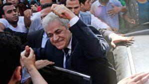 Egyptian Presidential hopeful Hamdeen Sabahy (C) waves to crowds during a rally in the Alexandria, Egypt, May 16, 2014. (EPA/HAZEM GODA/ALMASRY ALYOUM)