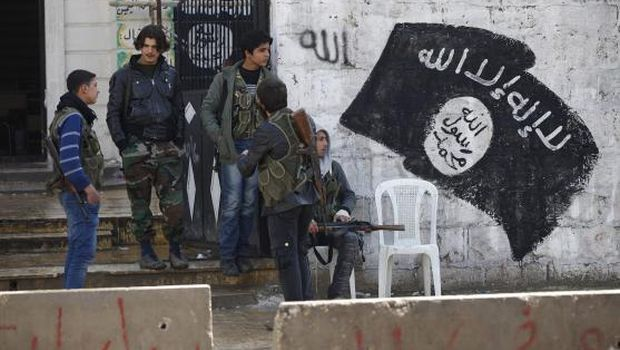 FSA, Islamist fighters lack weapons as ISIS prepares to take strategic border crossing with Iraq