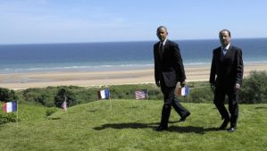 US President Barack Obama (L), and French President Francois Hollande look out over Omaha beach during a joint French–US D-Day commemoration ceremony at the Normandy American Cemetery and Memorial in Colleville-sur-mer, Normandy, France, on Friday, June 6, 2014. (AP Photo/Alain Jocard, pool)