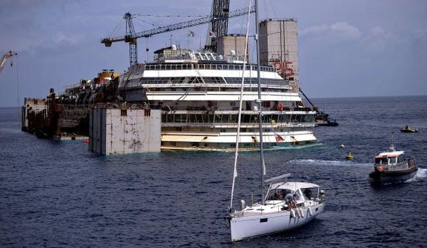 Operation begins to refloat wrecked Costa Concordia