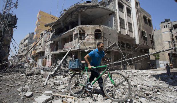 Israel pummels Gaza; Kerry steps up diplomatic push