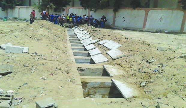Gaza cemeteries struggle to cope as Israeli air strikes continue