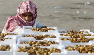 A vendor looks on as he sells dates at a market in Utaiqah neighborhood, south of Riyadh, on June 26, 2014.(REUTERS/Faisal Al Nasser)