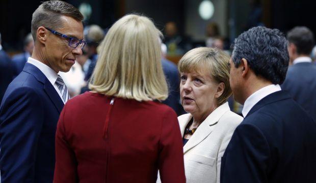 EU wields Russia sanctions threat but timing vague