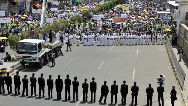 Yemen: Sana'a protests escalate as president calls for dialogue