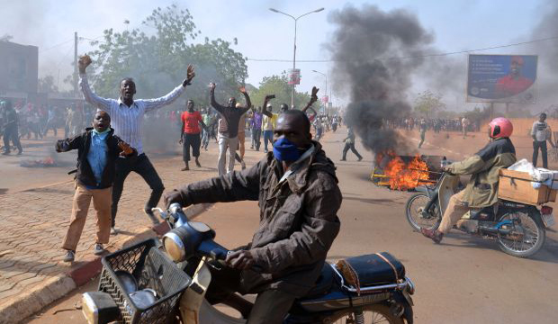 Muslims protest weekly's prophet cartoon; 4 killed in Niger