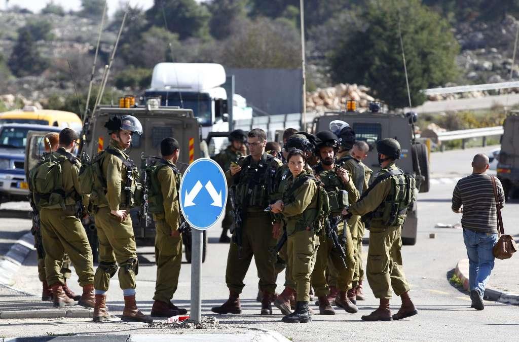 Palestinian Killed after Stabbing Israeli Soldier