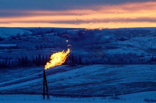 Oil Falls 3 Percent on Swelling Oversupply