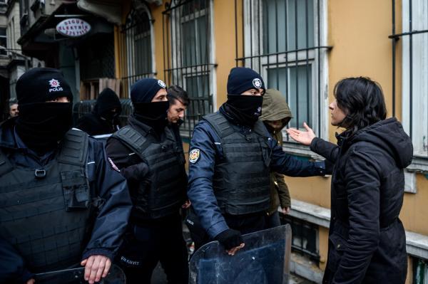 Turkish Police Detain Pro-Kurdish Opposition Members in Istanbul Raid