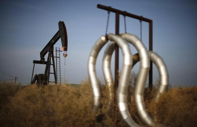 Oil Prices Rise Slightly in Thin Holiday Trading