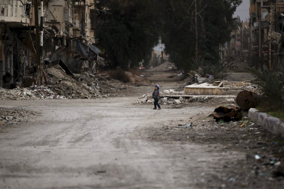 U.N. Parachutes Food into Syrian City Besieged by ISIS