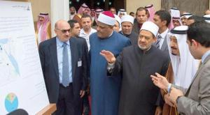 King SalmanQ observing one of the Islamic City project presentations