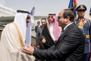 Egypt's President Abdel Fattah al-Sisi welcomes Saudi Arabia's King Salman in Cairo, Egypt, in this handout photo received April 7, 2016. REUTERS/Saudi Press Agency/Handout via Reuters