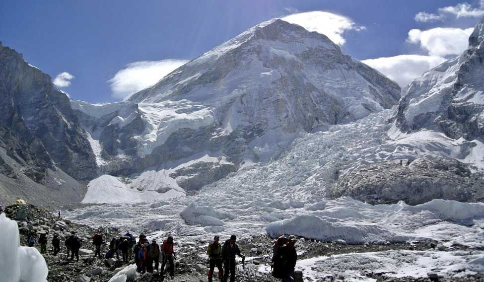 Brits, Mexican are 1st Foreigners on Everest since Disasters