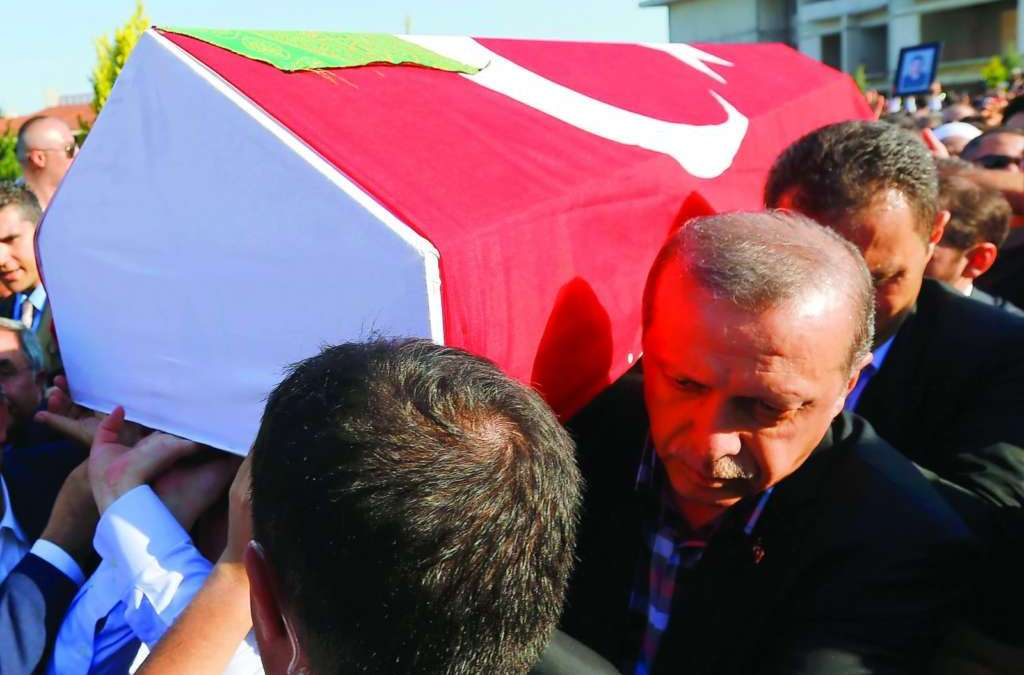 Erdogan Vows to Remove 'Cancer of Gulen' and Cleanse the Army