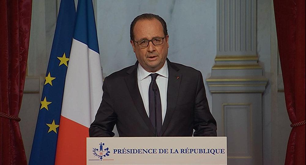 France's Hollande to Do Pro-EU Tour after Brexit Vote, Cameron Urges UK to Tackle Productivity Challenges