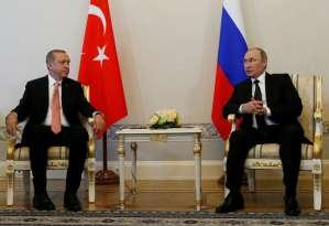 Russian President Vladimir Putin (R) speaks to Turkish President Tayyip Erdogan during their meeting in St. Petersburg, Russia, August 9, 2016. REUTERS/Sergei Karpukhin - RTSM1UY