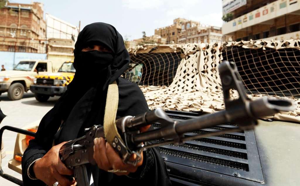 Yemen's Rebels Loot $6.3 Million..Bin Daghr: We Will Pay Our Debt