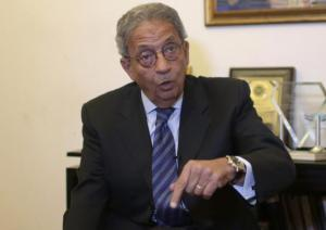 Former foreign minister and presidential candidate Amr Moussa speaks during an interview with Reuters in Cairo March 11, 2014. Egyptian leaders should leave the door open for the outlawed Muslim Brotherhood to re-enter politics if the group accepts the constitution, Moussa said in a rare call for reconciliation. To match Interview EGYPT-MOUSSA/ REUTERS/Asmaa Waguih(EGYPT - Tags: POLITICS)