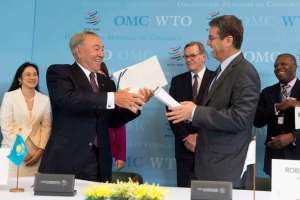 WTO Director general Roberto Azevedo (R) exchanges documents with Kazakhstan's President Nursultan Nazarbayev during the accession ceremony at the World Trade Organization (WTO) headquarters in Geneva, Switzerland, July 27, 2015. Kazakhstan is the 162nd member of the organization. REUTERS/Sandro Campardo/Pool - RTX1M0BF