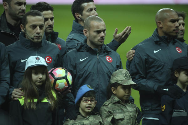 Sneijder Refuses His Mother's Request Asking Him to Leave Istanbul