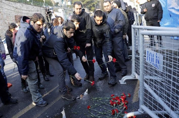 ISIS Claims Istanbul Attack, Gunman Remains at Large
