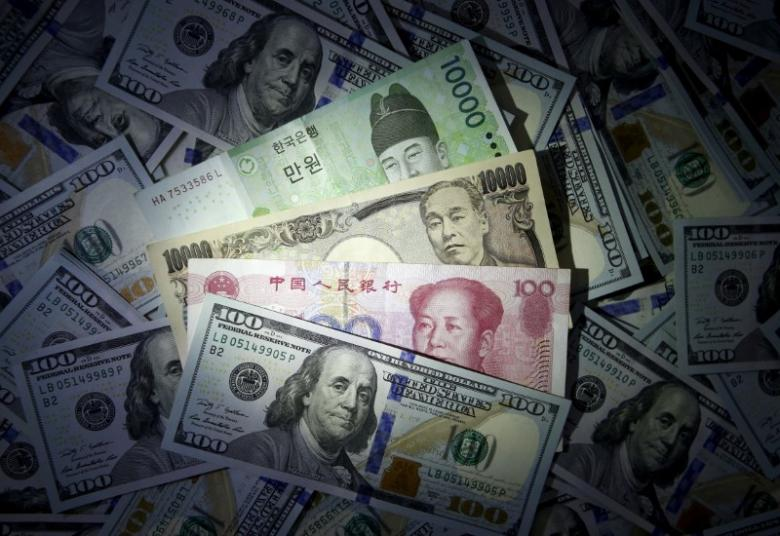 Dollar Dips against Major Currencies on Eve of Trump Presser