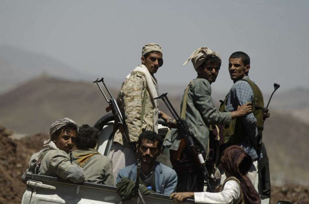 Houthis Threaten Yemenis Who Helped Government in Paying Salaries