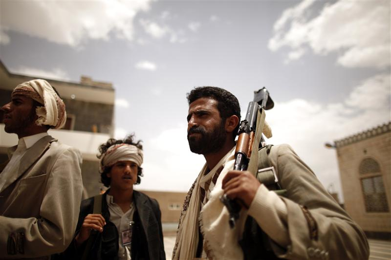 Yemen Pro-Government Forces Clear Militia Pockets in Nihm, Close in on Arhab