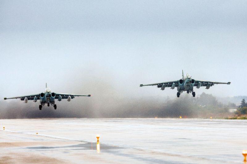 Russian Warplanes Bomb Rebel Sites near Hama, Syria