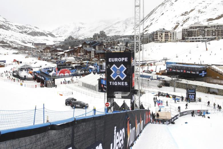 Skiers Safe after Avalanche Hits French Ski Resort of Tignes
