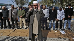 Israeli-Arab Sheikh Raed Salah, the leader of the radical northern wing of the Islamic Movement in Israel, prays with supporters in Umm al-Fahm after he was released from prison on January 17, 2017. AFP