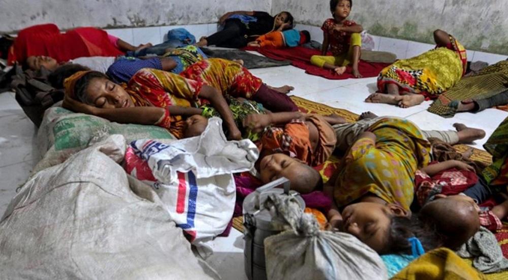 At Least 400,00 Flee as Bangladesh Cyclone Strikes Myanmar's Rohingya Camps