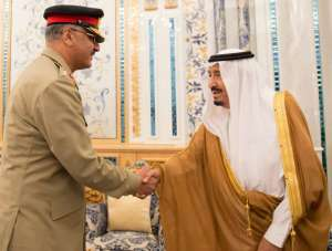 Custodian of the Two Holy Mosques receives Chairman of Pakistan Joint Chiefs of Staff
