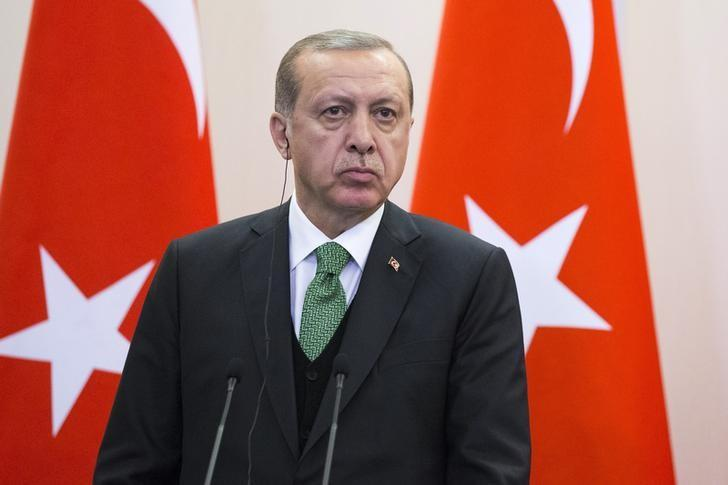 Erdogan Hopes US 'Immediately' Reverses Decision to Arm YPG Fighters in Syria