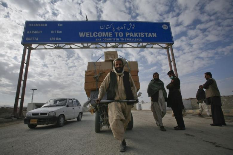 Afghanistan-Pakistan Border Reopens on 'Humanitarian Grounds'
