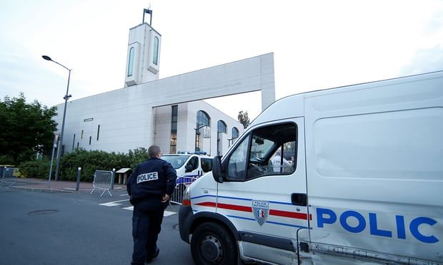 Man Tries to Drive Car Into Crowd In front of French Mosque