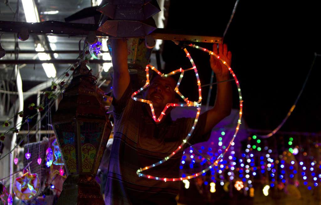 Citizens in Jerusalem Celebrate Ramadan around Giant Lantern