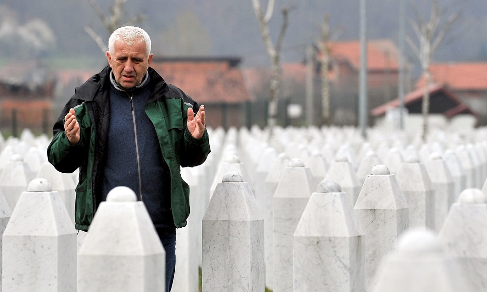 Netherlands Partly Implicated in Deaths of 300 Muslims in Srebrenica Massacre