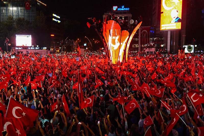 Senior Turkish PM Aide Arrested for Gulen Links